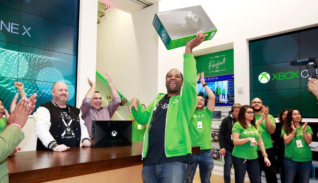 Стартовали продажи Xbox One X