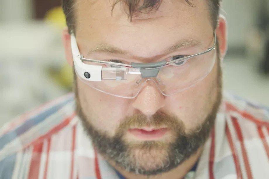 Google занимается разработкой гарнитуры дополненной реальности, похожей наMicrosoft HoloLens